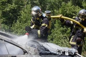 Yssingeaux : en ouvrant la portière, sa voiture prend feu (vidéo)