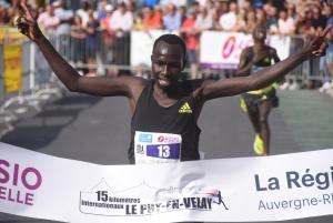 15 km du Puy : l'incroyable victoire du Kenyan Kibet dans les derniers mètres