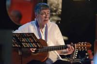 Anne-Marie Perret et ses guitares ont fait voyager l'auditoire.