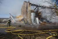 Boisset : un corps de ferme totalement ravagé dans un incendie (vidéo)