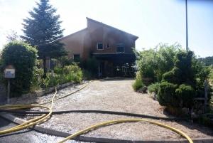 Lantriac : un garage détruit par le feu, la maison enfumée, une dalle fragilisée