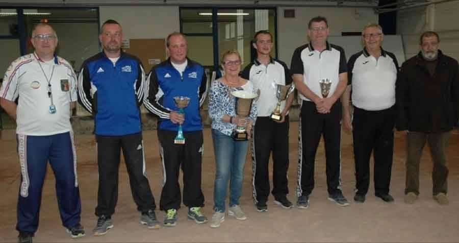 Nicolas Charra et Brice Paillard (en bleu) ont remporté le tournoi.