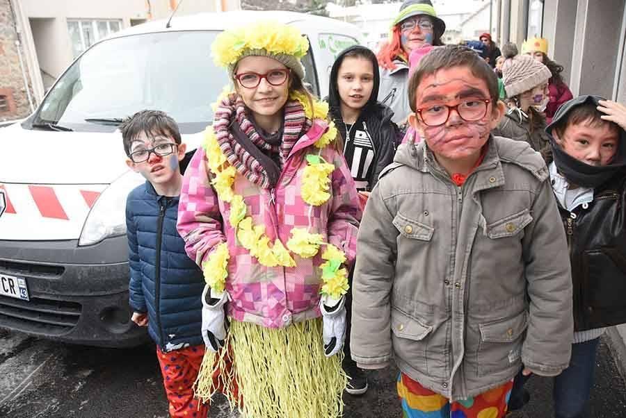Un défilé carnavalesque à Tence pour les enfants des centres de loisirs