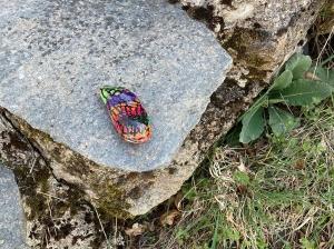 Saint-Agrève : des galets colorés cachés dans le village, à vous de les trouver